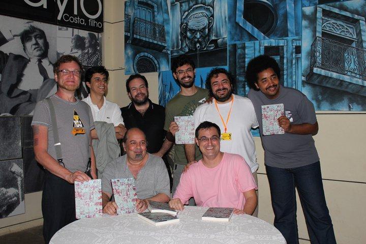 Em 2011, no lançamento do livro Os Filmes que Sonhamos. Da esquerda para a direita: Christian, Paulo Henrique, Sérgio, Marcelo, João, Heitor; sentados: Alex e Fred